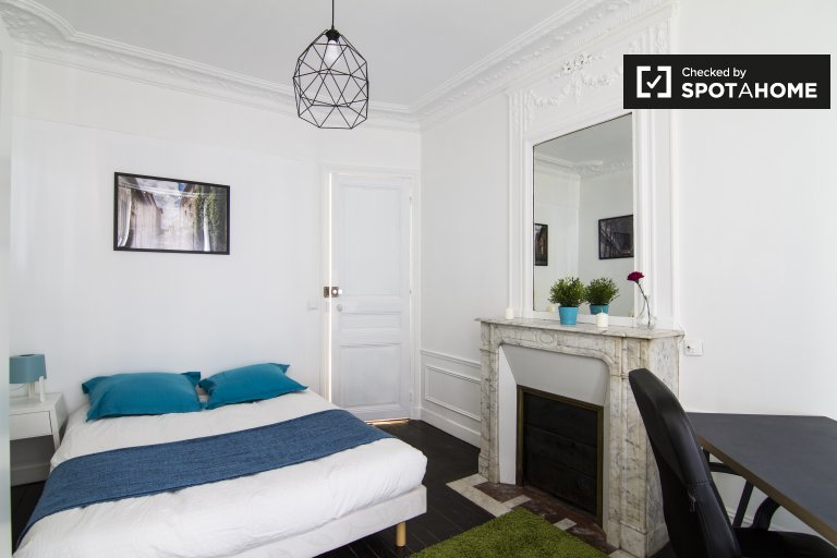 Stylish room in 3-bedroom apartment in 20th arrondissement