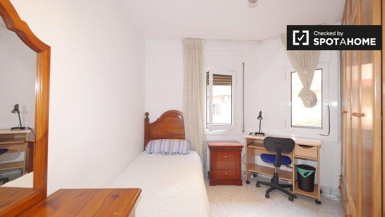 Se alquila habitación en apartamento de 3 dormitorios en L'Hospitalet.