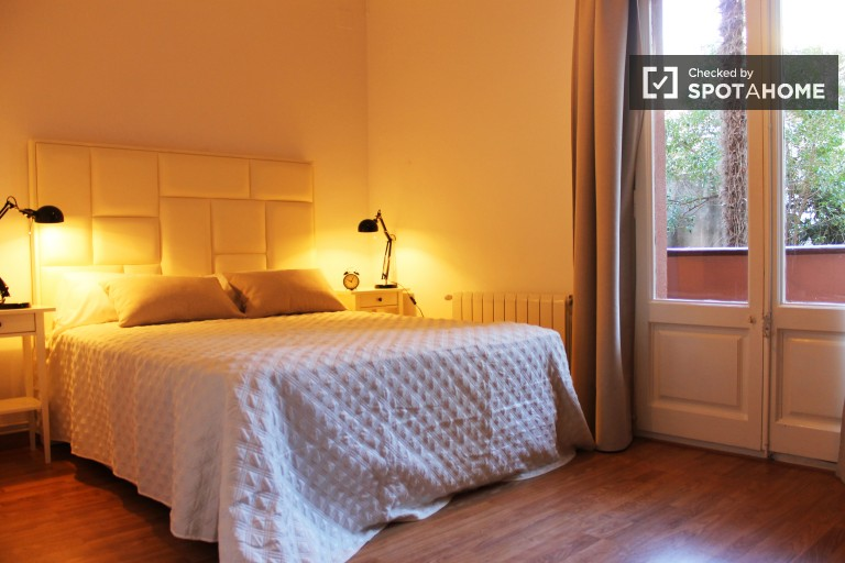 Ensolarado apartamento de 3 quartos com varanda em Gràcia, Barcelona