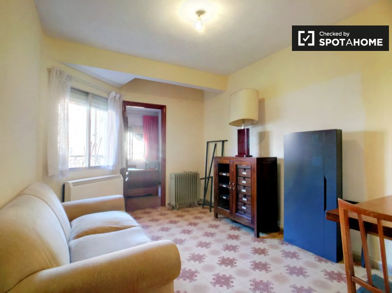 Affordable 3-bedroom apartment for rent in Tetuán, Madrid