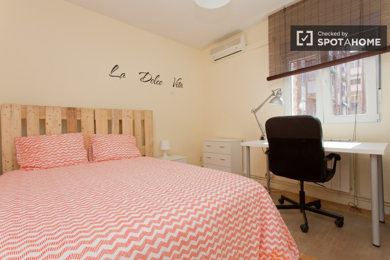 Bedroom 4 with double bed and AC