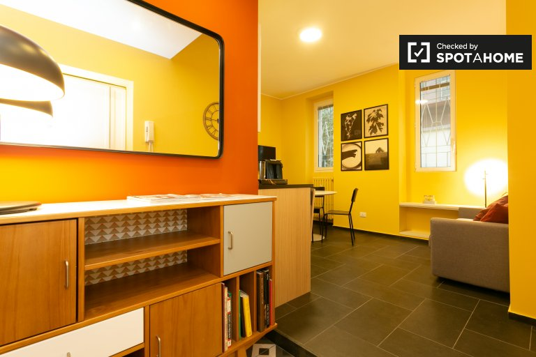 Colorful 2-bedroom apartment for rent in Bande Nere, Milan