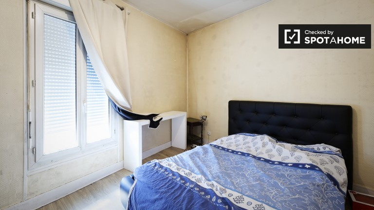 Spacious room in shared apartment in Clichy, Paris