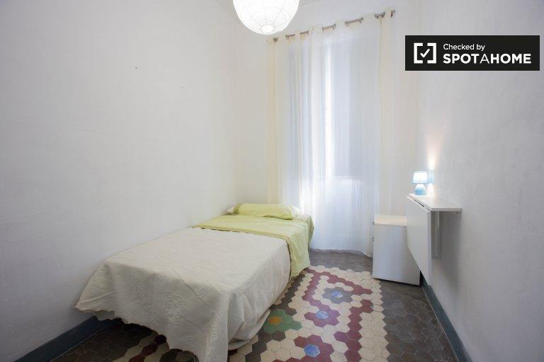 Balcony room in 5-bedroom apartment in L'Eixample, Valencia