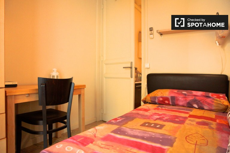 Single Bed in Lovely room for rent in 2-bedroom apartment in El Born