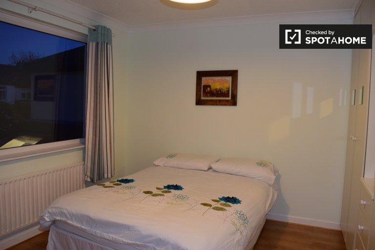 Arrumar quarto para alugar em casa de 3 quartos em Terenure, Dublin