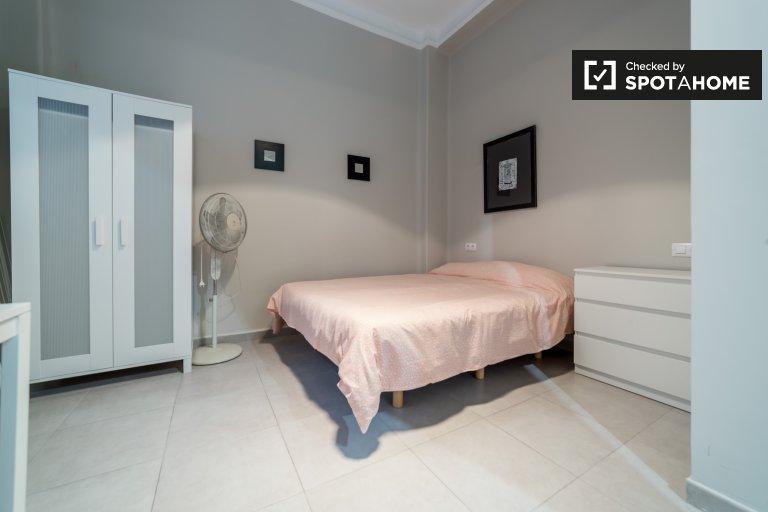 Habitación en apartamento de 7 dormitorios en Ciutat Vella, Valencia