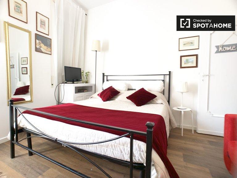 Habitación luminosa en alquiler en el apartamento de 3 dormitorios, Portuense, Roma