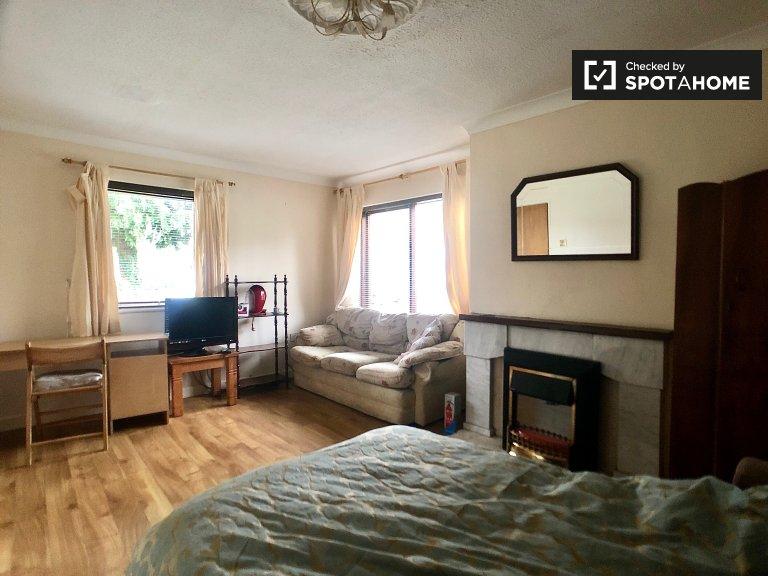 Ampia camera in affitto a Terenure, Dublino