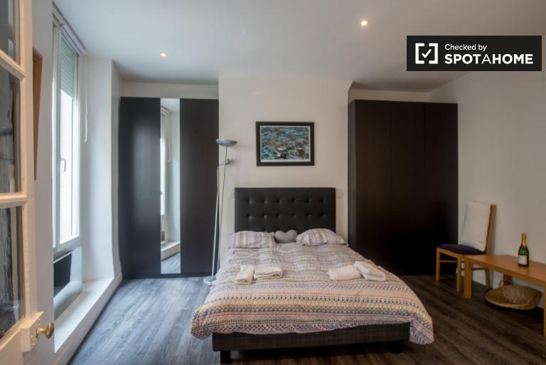 Bright 1-bedroom apartment for rent in Mouffetard, Paris