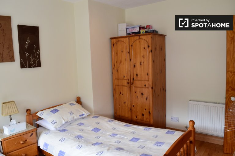 Twin Beds in Rooms to rent in modern 4-bedroom house in Clondalkin