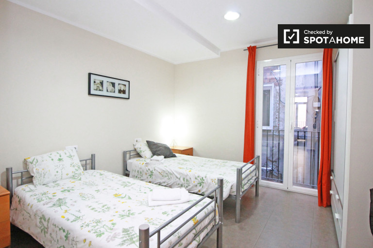 Ample room in 3-bedroom apartment in El Raval, Barcelona