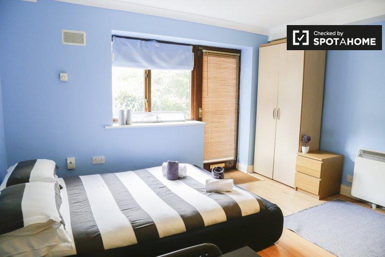 Central studio to rent in Smithfield, Dublin