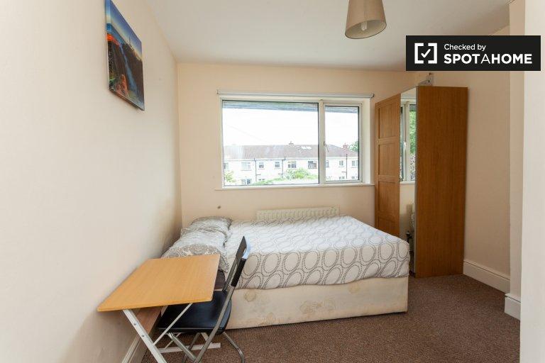 Cosy room in 6-bedroom house in Drimnagh, Dublin