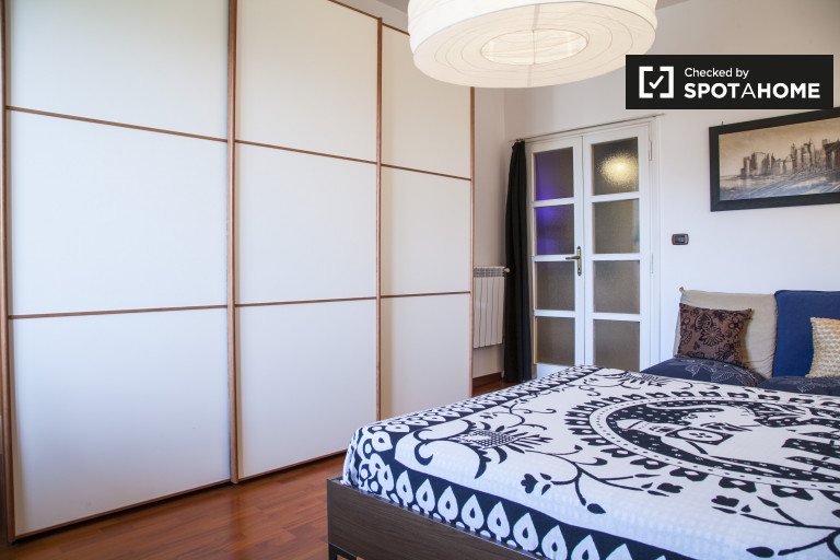 Double Bed in Large double room for rent in a 2-bedroom apartment in Trieste