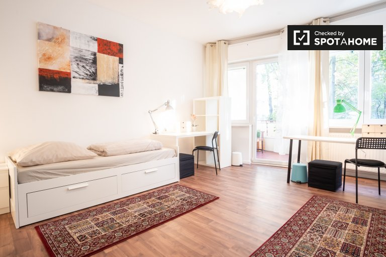 Bed for rent in Tempelhof-Schöneberg, Berlin