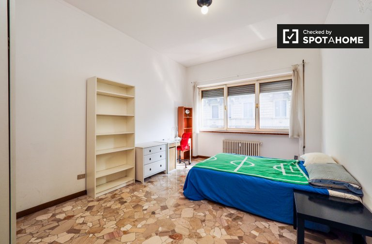 Double Bed in Rooms for males in a 3 bedroom apartment in charming Navigli