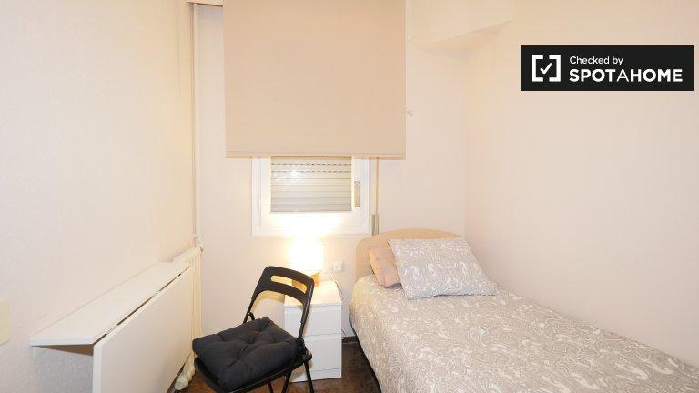 Quartos acolhedores para alugar em apartamento de 5 quartos em Esquerra Eixam