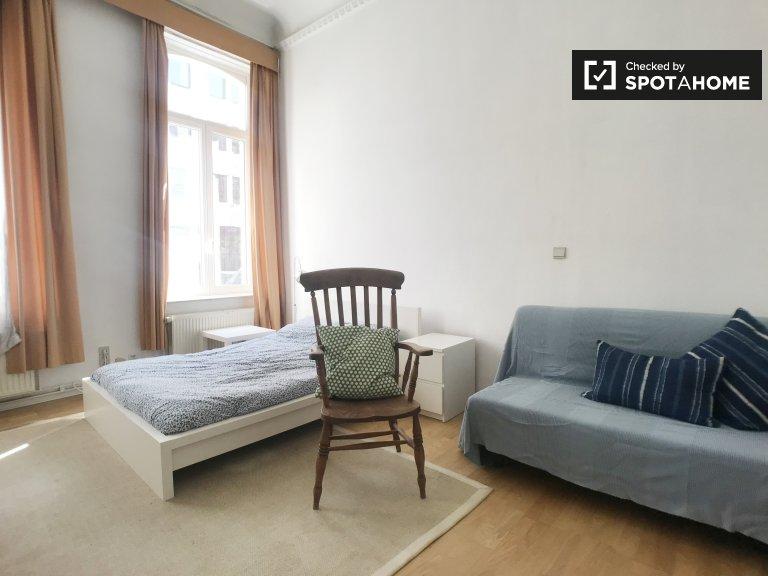 Geräumiges Zimmer in einem 2-Zimmer-Apartment im Brüsseler Zentrum