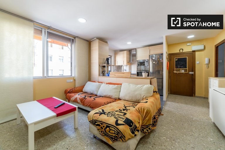 Furnished 2-bedroom apartment for rent in Cabañal, Valencia