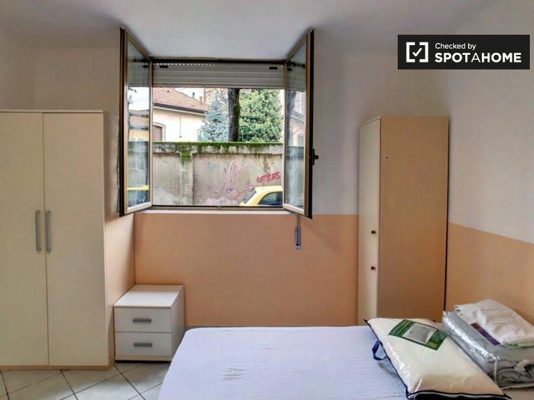 Chambre partagée dans un appartement de 1 chambre à Gallaratese, Milan