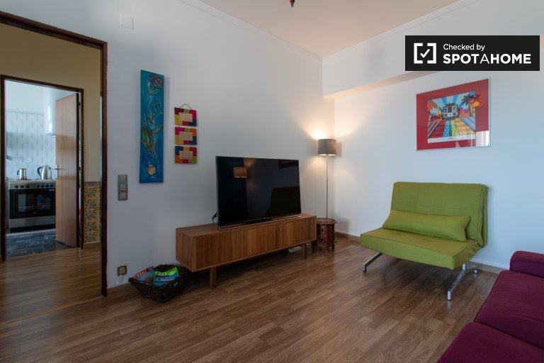 Bright 1-bedroom apartment for rent, Almada, Lisbon
