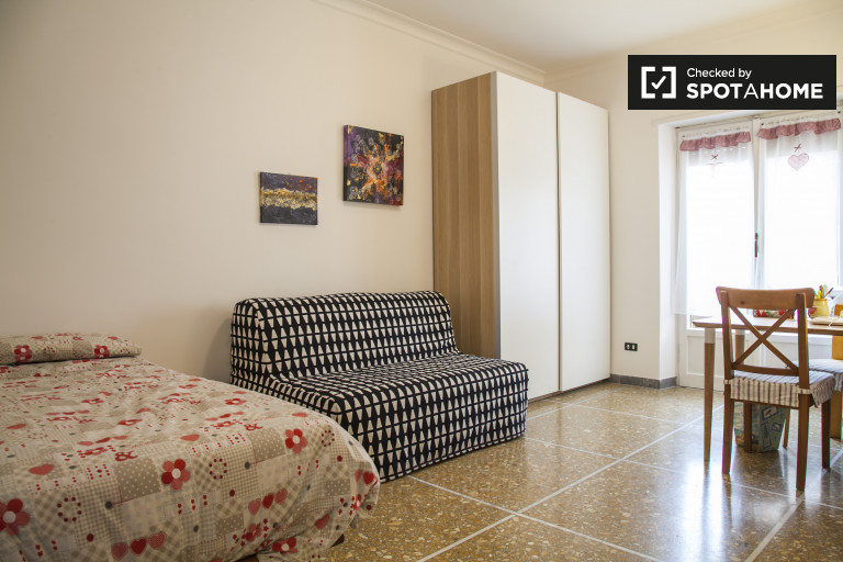 Single Bed in Bright and spacious rooms for rent in 3-bedroom apartment near Tre University