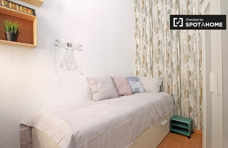 Large room in 3-bedroom apartment in Gràcia, Barcelona