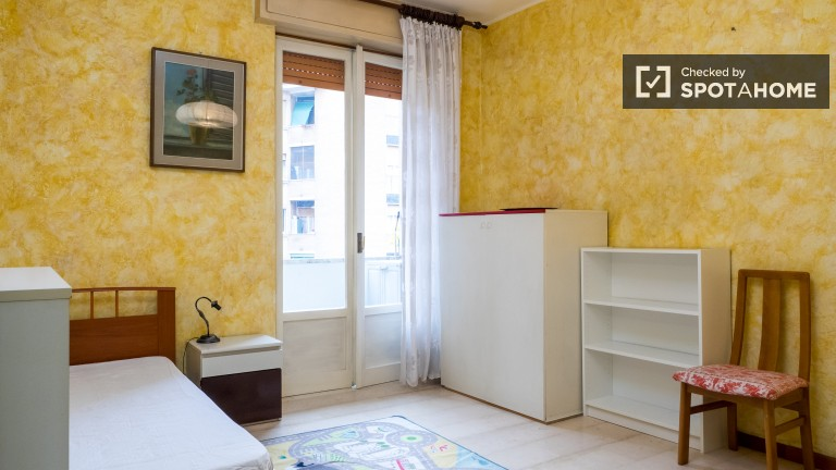 3-bedroom apartment with balcony for rent in Lodi, Milan