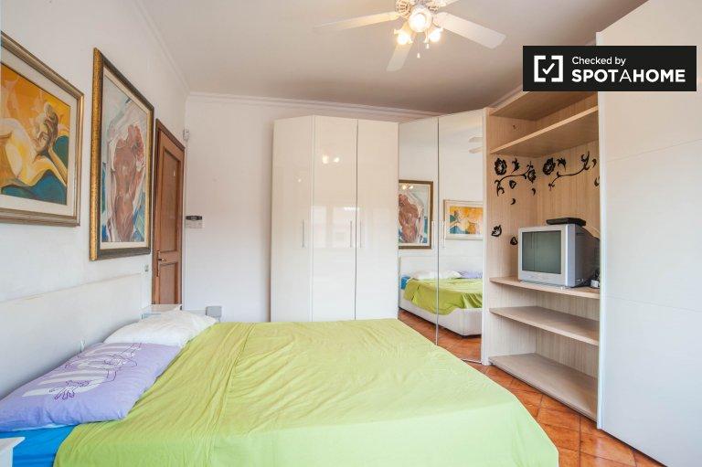 Quartos para alugar em apartamento de 3 quartos em Cinecittà, Roma