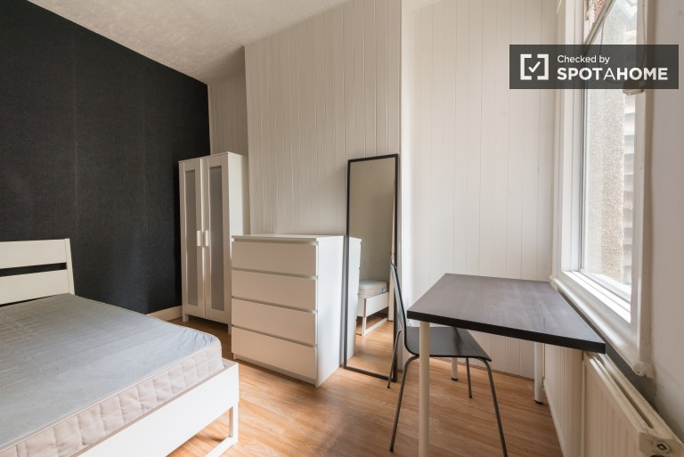 Bedroom 2 with double bed, couple-friendly