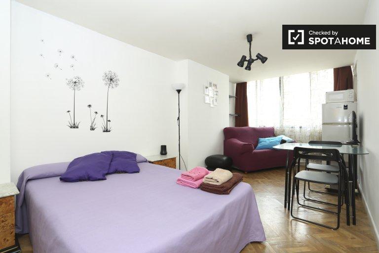 Grande quarto em apartamento de 5 quartos em Guindalera, Madrid