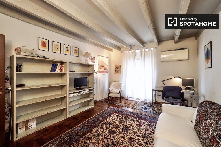 Studio apartment for rent in Corso Magenta, Milan