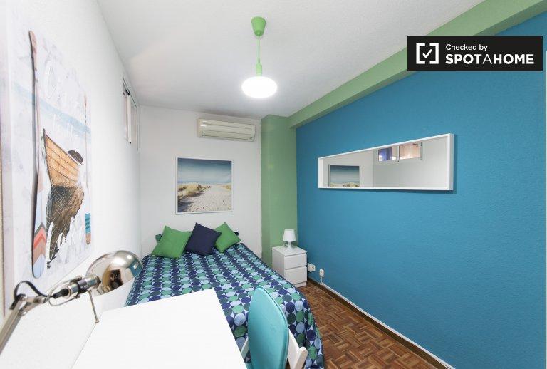 Cómoda habitación en alquiler, apartamento de 5 dormitorios, Alcalá de Henares