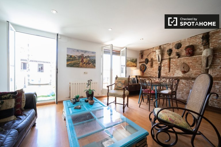 Eclectic 2-bedroom apartment for rent in La Latina, Madrid