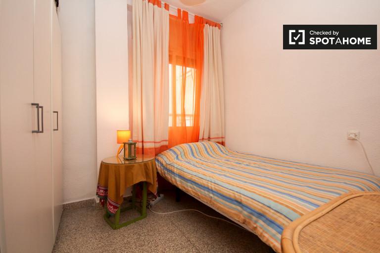Single Bed in Rooms for rent in 3-bedroom apartment in Realejo, Granada