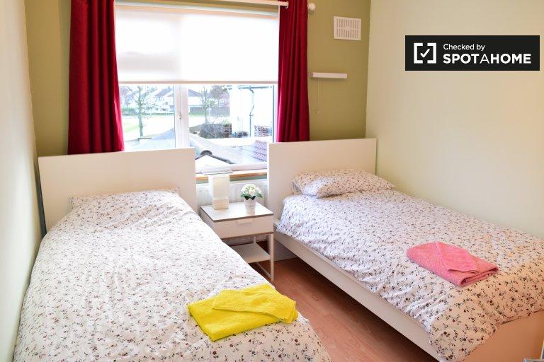 Cozy room in 4-bedroom houseshare in Firhouse, Dublin