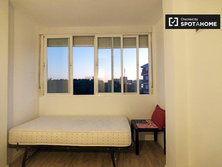 Bright room in 4-bedroom apartment in Villaverde, Madrid