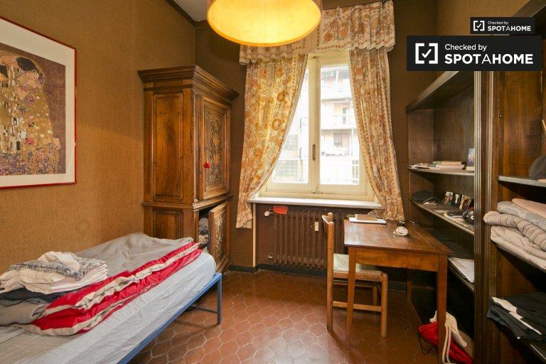 Cozy room for rent in Vanchiglia, Turin