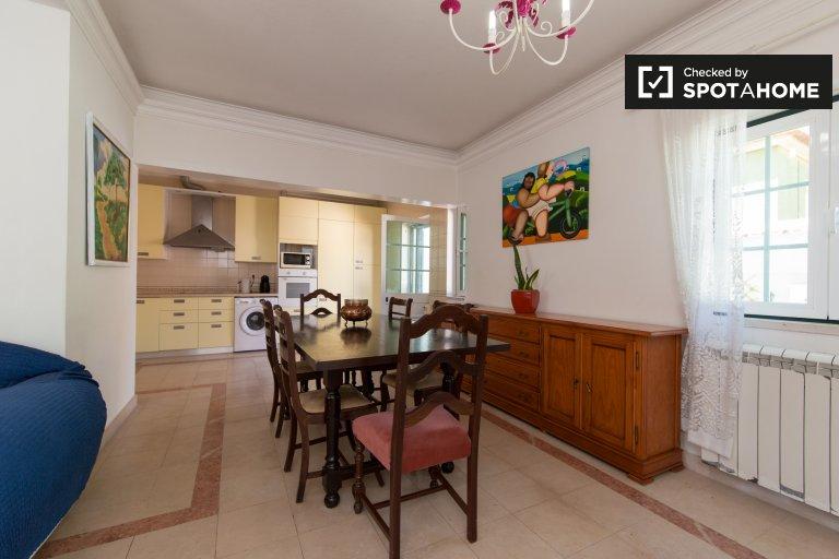 Przestronny dom z 4 sypialniami do wynajęcia w Estoril, Lizbona