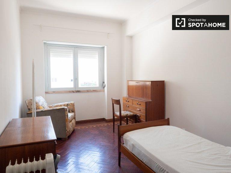 Jasny pokój do wynajęcia w Paço de Arcos w Lizbonie