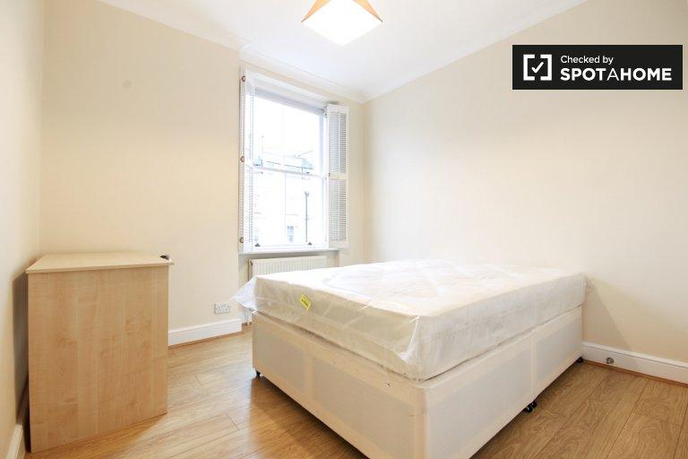 Cosy room in 3-bedroom flatshare in London
