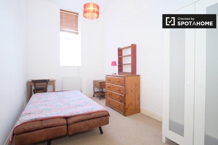 Chambre à louer dans une maison de 3 chambres, Willesden, Londres
