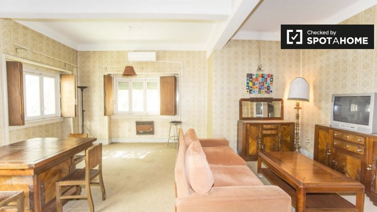 Spacious 3-bedroom house for rent in Areeiro, Lisbon
