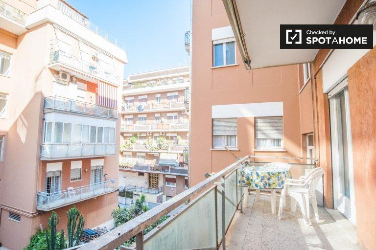 Bonito apartamento de 2 quartos com varanda para alugar em Ostia Lido