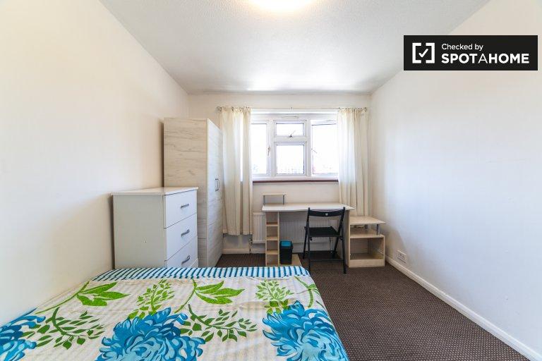 Sonniges Zimmer in 5-Zimmer-Häusern in Tower Hamlets