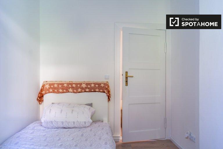 Przytulny pokój w apartamencie z 3 sypialniami w Neukölln w Berlinie