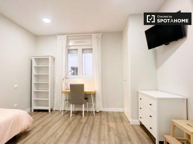 Interior room in 6-bedroom apartment in Imperial, Madrid
