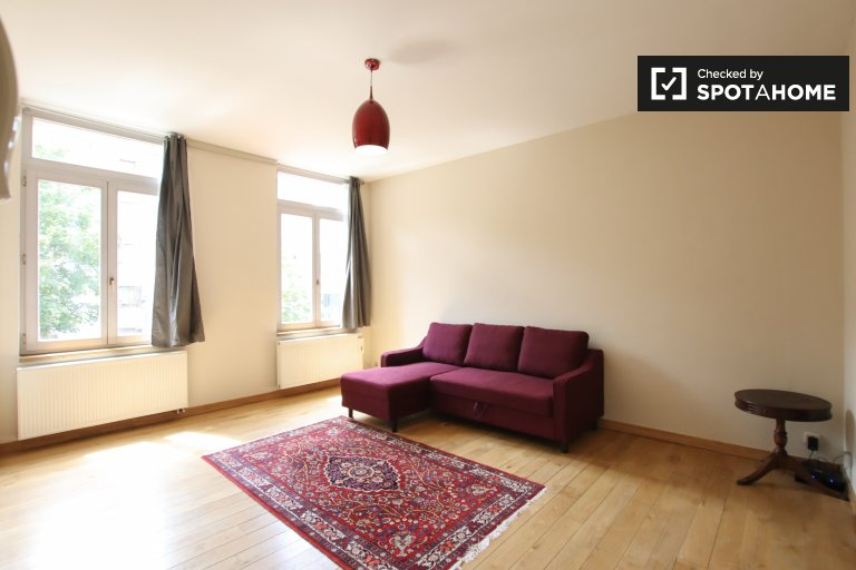 Roomy studio apartment for rent in Sablon, Brussels