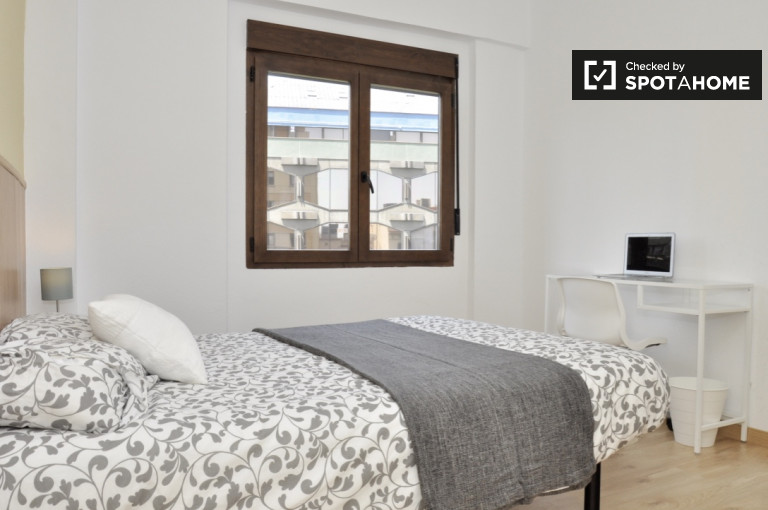 Bright room in 8-bedroom apartment by Eixample